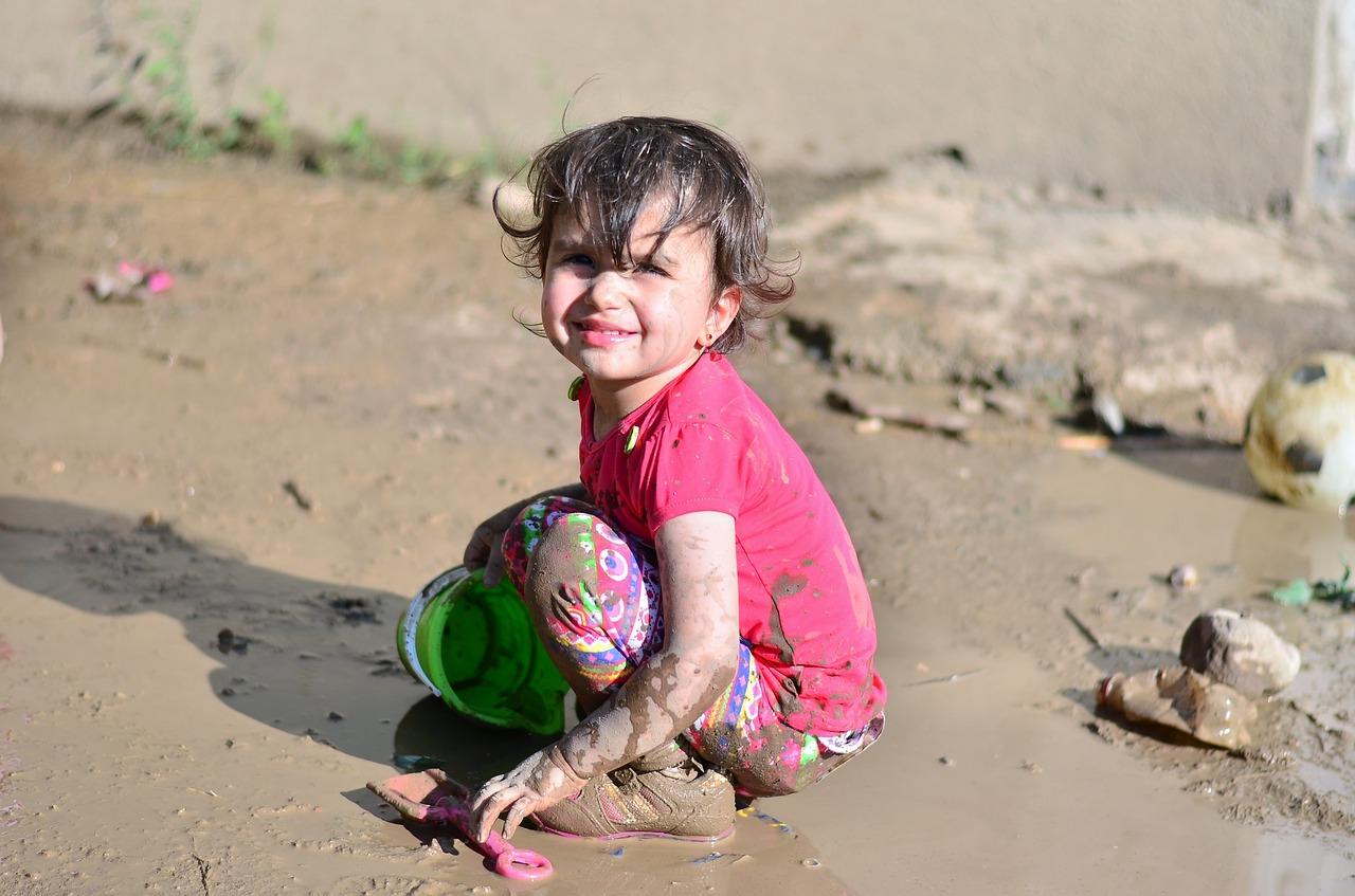 """""""Se Sujar"""" Educa: o que as crianças aprendem se sujando?"""