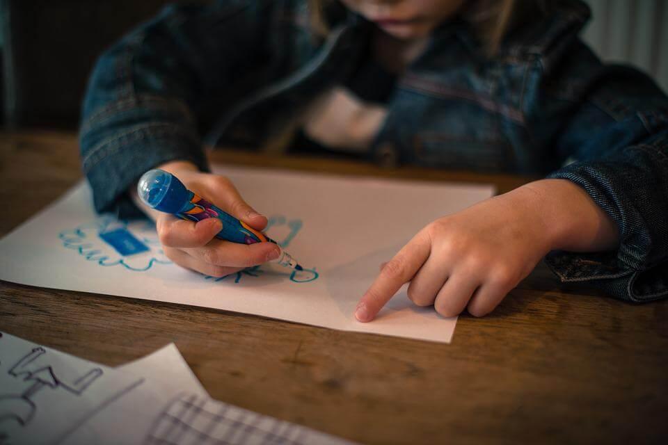 Crianças fazem histórias em quadrinhos para falar sobre o trabalho infantil