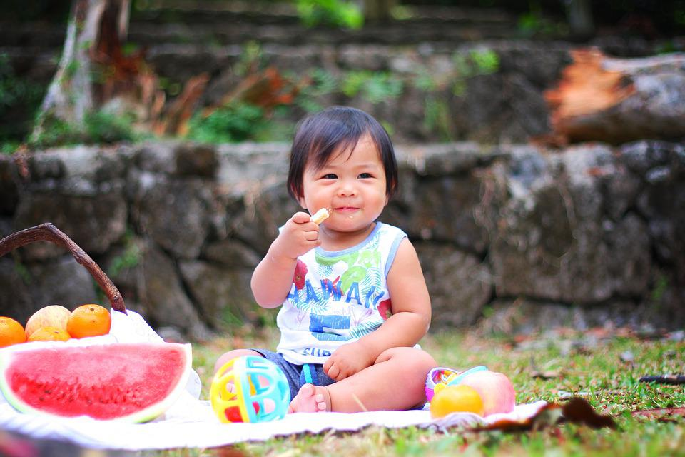 Que tal pensar sobre o protagonismo infantil na hora da introdução alimentar?
