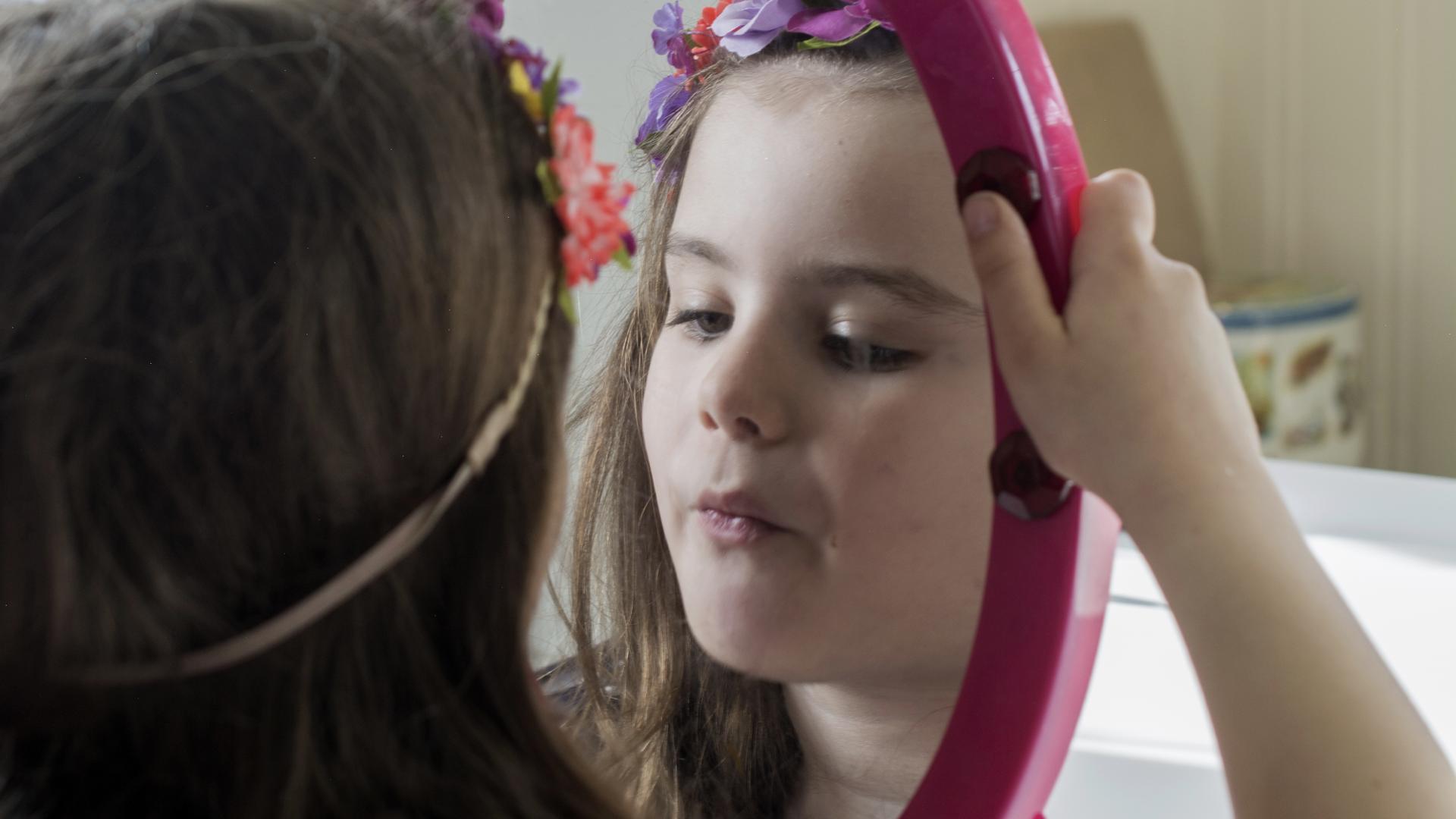 """Pressão por """"corpo perfeito"""" e sentimento de """"não ser boa o suficiente"""" impactam meninas já aos 7 anos"""