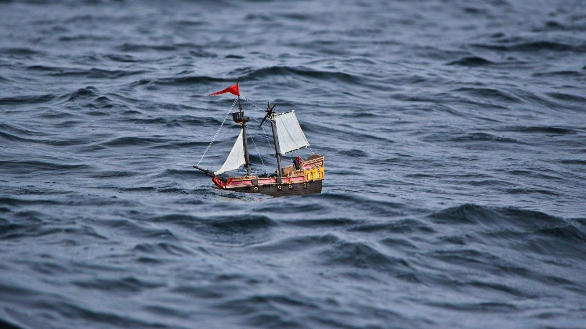 Barquinho monitorado por crianças viaja o mundo