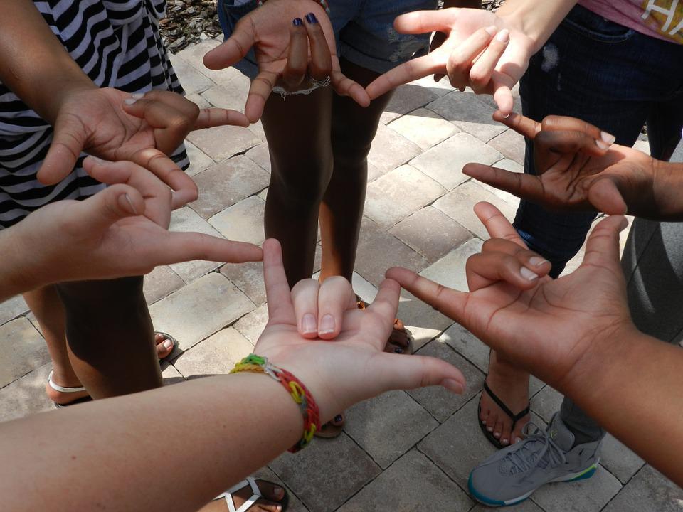 O papel da família na inclusão da criança surda