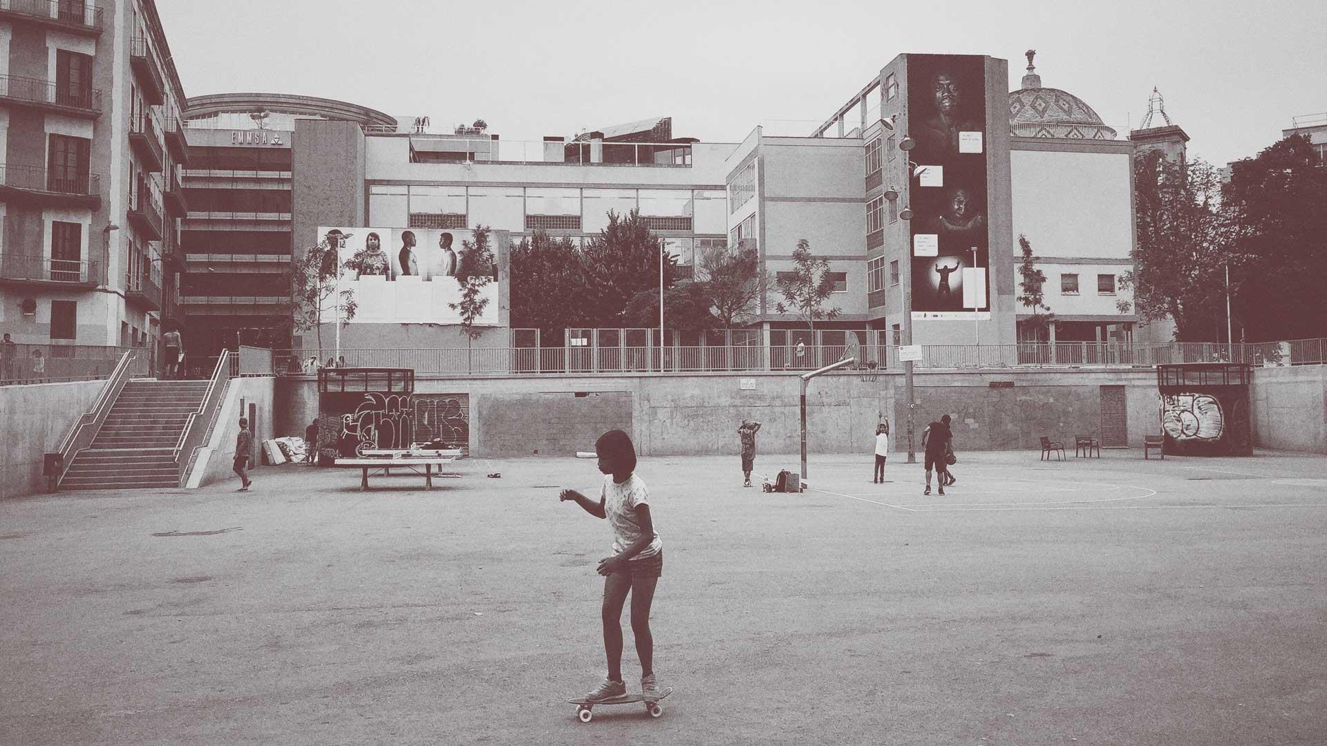 Quem são as crianças e jovens fora das escolas brasileiras?