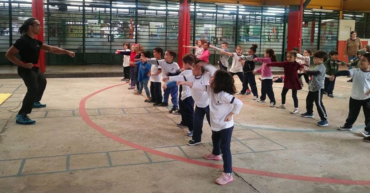 Escola municipal oferece aulas de Kung Fu para todas as crianças a pedido dos pais