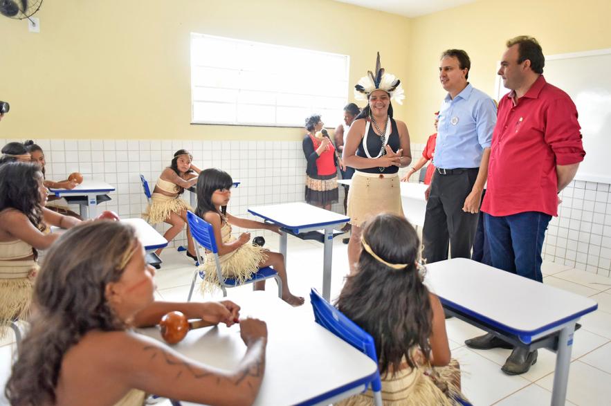 Os princípios e as particularidades das escolas indígenas brasileiras