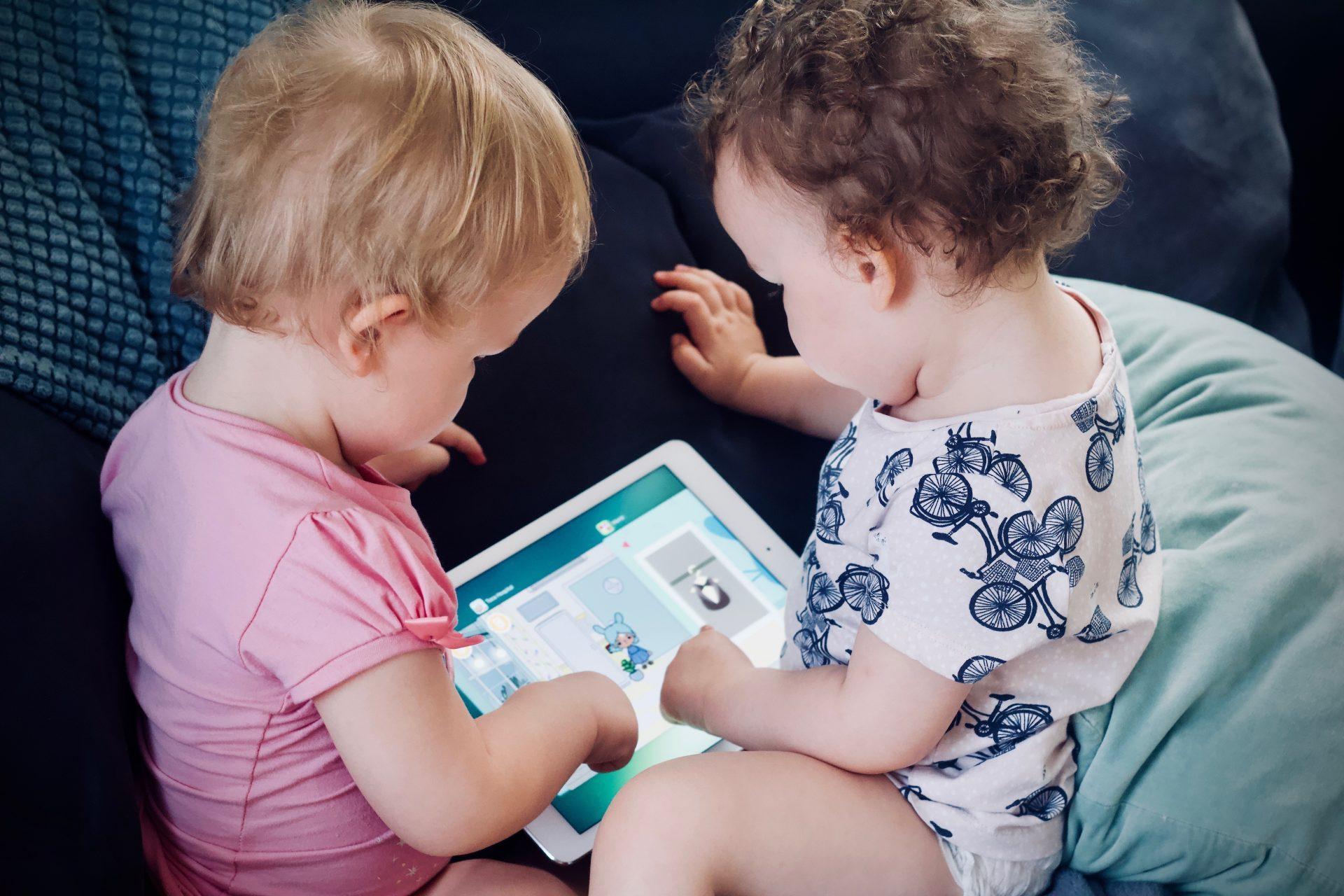 Como anúncios em apps de jogos infantis ferem os direitos das crianças