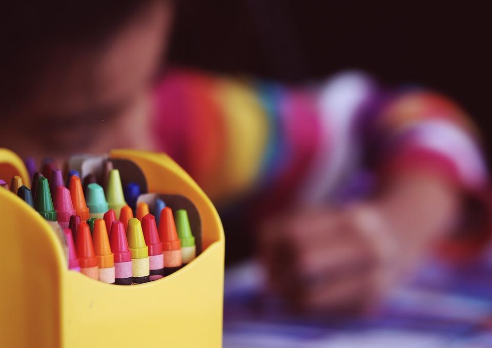 O impacto da presença de produtos e marcas nas escolas infantis