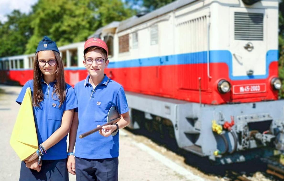 'Ferrovia das Crianças' é um museu-trem operado pelos pequenos